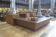 PARIS - BNF - Banque d'accueil carrée